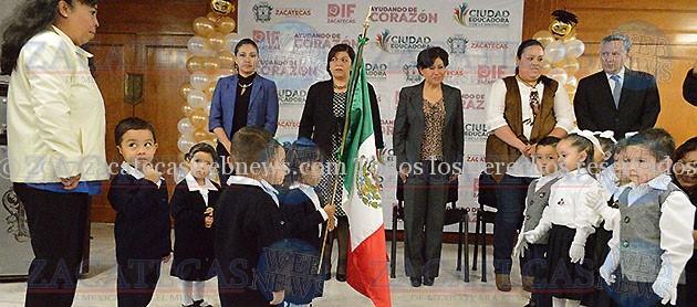 ENCABEZA JUDIT GUERRERO CEREMONIA DE GRADUACIÓN DEL CENDI CIPATLI