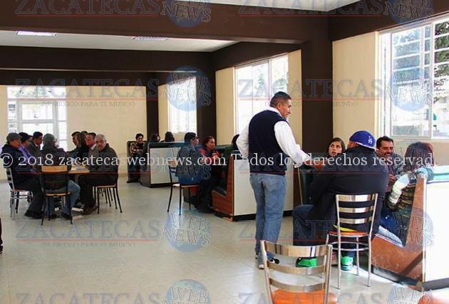Alumnos del cobaez v ctor rosales estrenan cafeter a for Proyecto cafeteria escolar