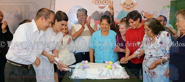 9 AÑOS DE SERVICIO DE LA CASA DEL ABUELO