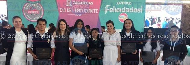 RECONOCE Y CELEBRAN A ESTUDIANTES CON MEJORES PROMEDIOS DEL ESTADO EN SU DÍA